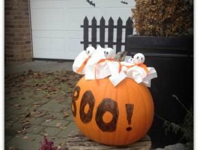 Halloween Kürbis mit Geister-Lollis