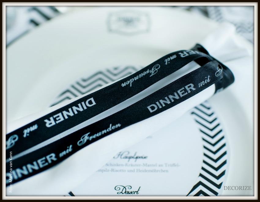 Tolle Partystyling-Ideen für ein Dinner mit Freunden: bedrucktes Schleifenband