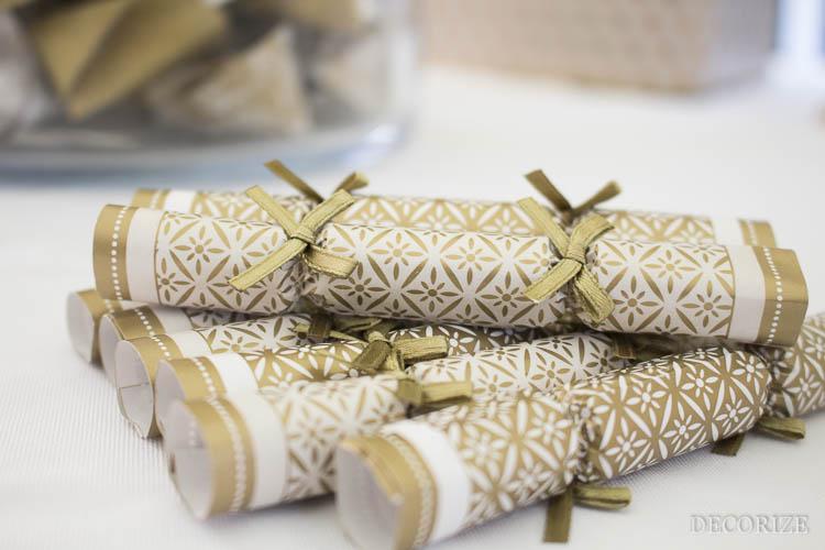 Partystyling für eine Tannenbaumparty in weiß und gold