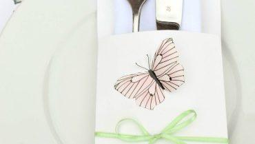 DIY Tischdeko aus Geschenkpapier: Spätsommer Schmetterlings-Brunch