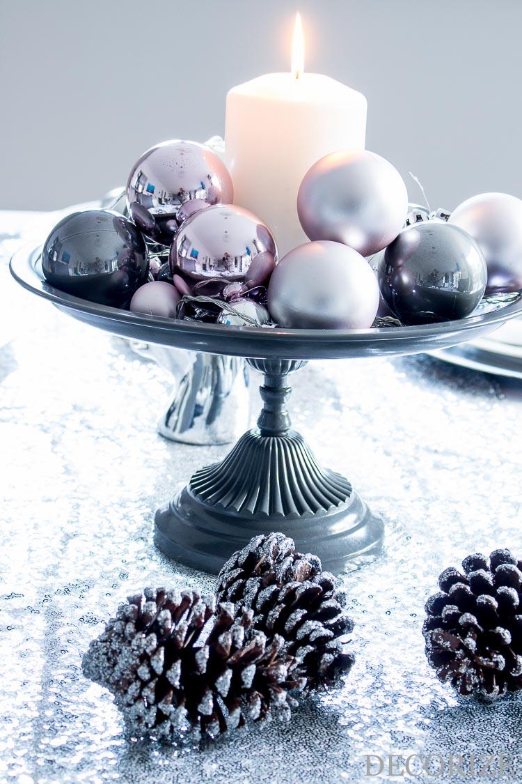 Adventsgesteck auf Tortenplatte