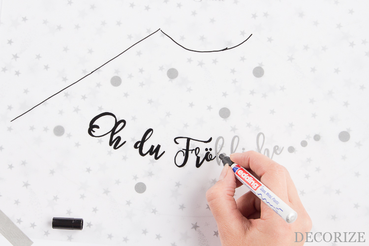 diy tischl mpchen aus einem weinglas f r die weihnachtstafel. Black Bedroom Furniture Sets. Home Design Ideas