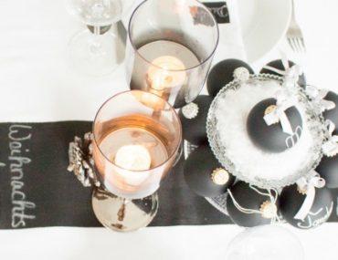 Eine weihnachtliche Festtafel in black & white