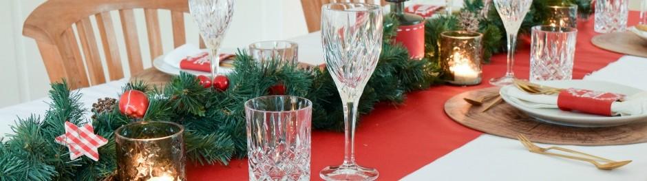 weihnachtstischdeko-mit-tafelstoff-beitragsbild