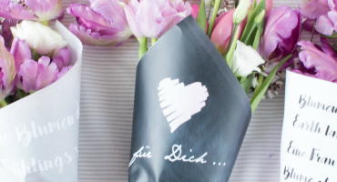 Free Download: Blumen-Papier zum Einwickeln & Verschenken