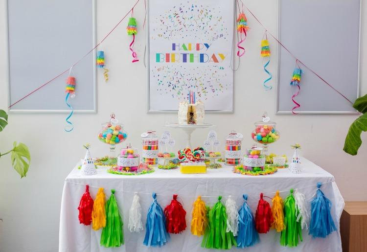 Partydeko Kindergeburtstag candybar happy birthday