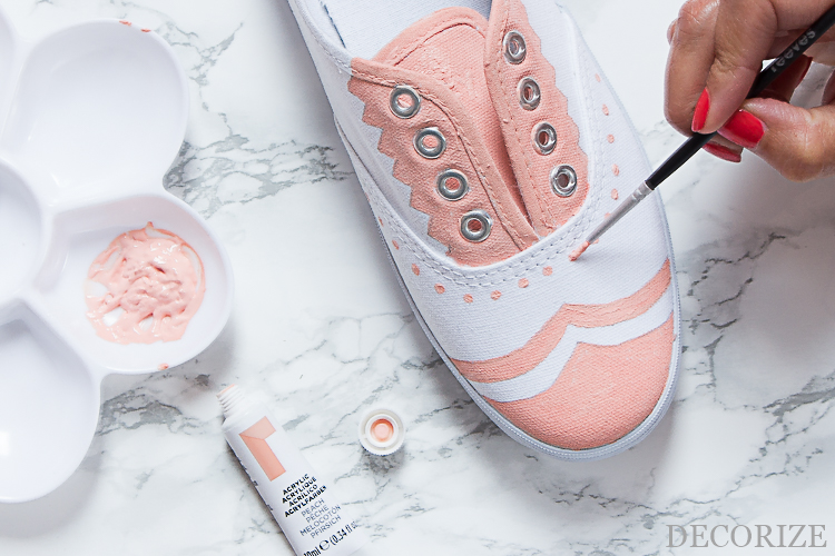 Decorize DIY Upcycling Schuhe mit Farbe bemalen