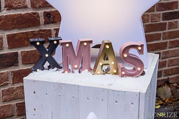 Hell erleuchtet in die Weihnachtszeit