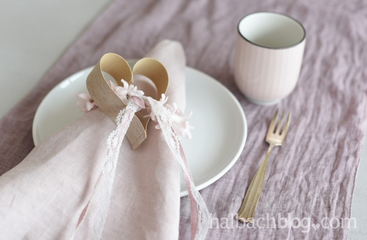 halbachblog-holzfurnier-stoff-herzen-naehen-valentinstag-geschenk-verpacken-baender-spitze-rosa-natur1