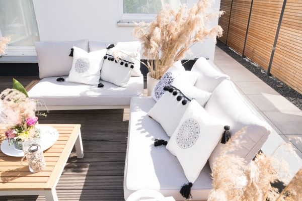 Deko-Trend Gräser:  Outdoor-Lounge im Boho-Look